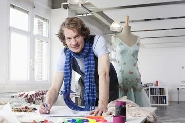 Deutschland, Bayern, München, Mode-Designer arbeiten