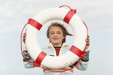 Deutschland, Nordsee, St.Peter-Ording, Junge mit Rettungsring