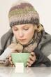 Frau mit Tee