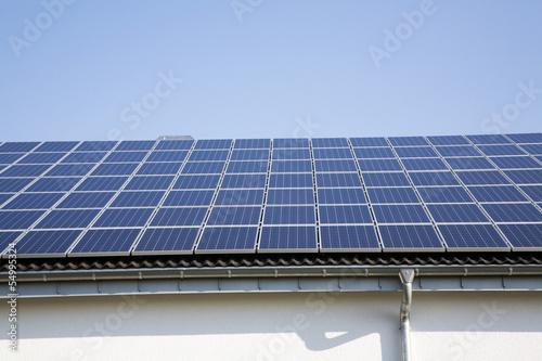 Deutschland, Köln, Solarzellen auf dem Dach