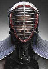 Kendo Kämpfer mit Gesichtsmaske
