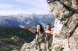 Österreich, Salzburger Land, Paar wandernd