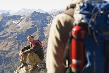 Österreich, Salzburger Land, Junges Paar Wandern