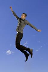 Mann schwebt