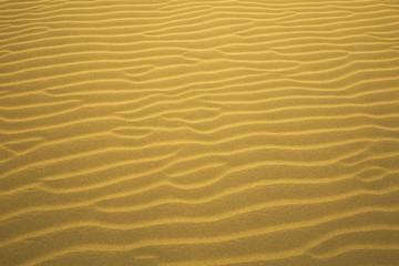 Italien, Wellen, Rillen im Sand