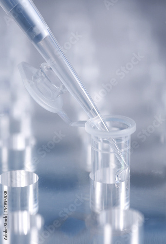 Gentechnik, mit einer Pipette, close up
