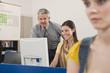 Deutschland, Emmering, Dozent Ausbildung von Studenten im Computerlabor