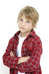 Kleiner Junge , die Arme verschränkt