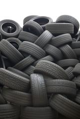 Stapel von gebrauchten Reifen für die Wiederverwertung