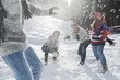 Österreich, Land Salzburg, Flachau, Jugendliche kämpfen im Schnee