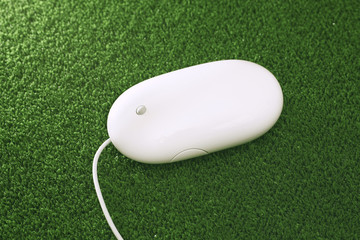 Computer-Maus auf grüne Maus-Pad, close up