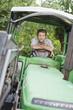Bauer sitzt in Traktor