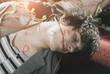 Deutschland, Berlin, Nahaufnahme von jungem Mann mit Lippenstift nach Party