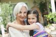Deutschland, Bayern, Enkelin umarmt Großmutter