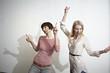 Deutschland, Köln, Junge Frauen, die Spaß haben