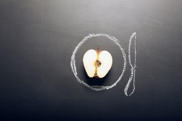 Apfel in der Mitte durchgeschnitten