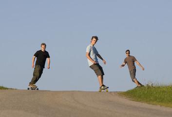 Österreich, Junge Männer beim Skateboarden