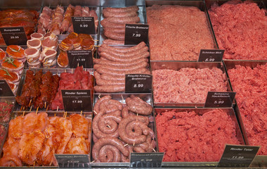 Fleisch in Display im Supermarkt