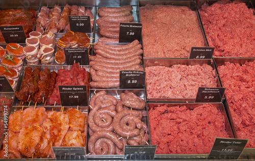 Fleisch in Display im Supermarkt