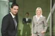 Deutschland, Geschäftsmann , Frauen im Hintergrund