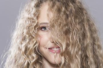 Mädchen mit dem unordentlichen Haar