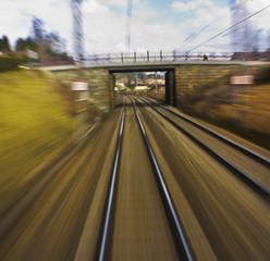 Österreich, Verschwommene Gleise