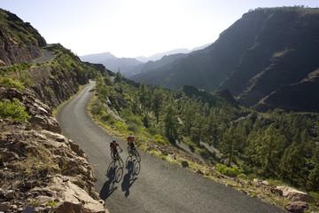 Spanien, Kanarische Inseln, Gran Canaria, Paar Mountainbike