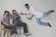 Doktor gibt krankem Patienten Medizin