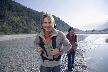 Deutschland, Bayern, Tölzer Land, Wandern Freunde