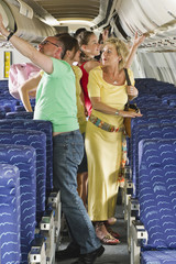 Deutschland, München, Bayern, Passagiere, Aussteigen aus der Economy-Klasse Verkehrsflugzeug