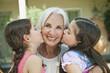 Deutschland, Bayern, Enkelinnen küssen Großmutter, close up
