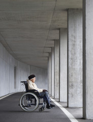 Österreich, ältere Frau, Seniorin im Rollstuhl