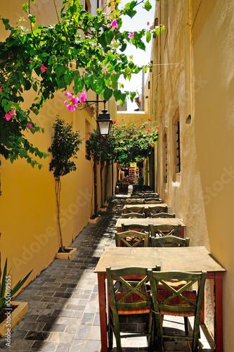 Fototapeta Wąska ulica w mieście Rethymno, Kreta, Grecja