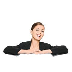 Businessfrau lehnt auf Werbetafel