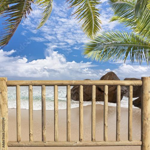barrière de sécurité sur plage des Seychelles