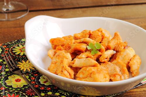 Pollo al ajillo y pimentón