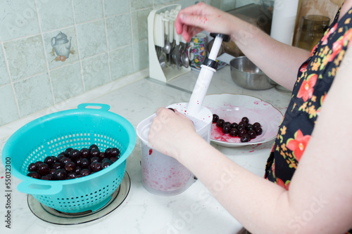 Preparation of cake with cherries and raspberries.