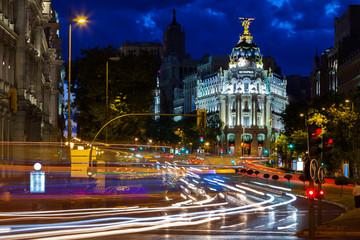 Traffic lights on Gran via street at night