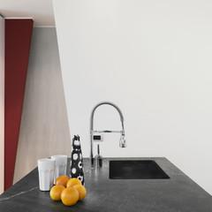 dettaglio su lavello di cucina moderna