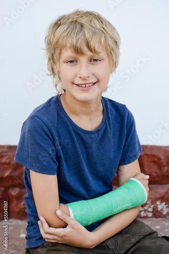 boy with cast