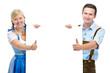 Paar in bayerischer Tracht mit  Werbefläche
