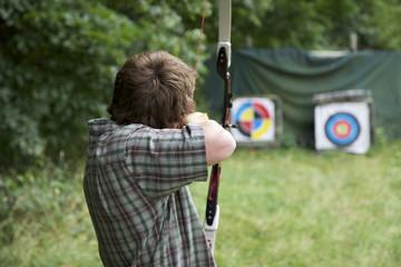 Bogenschütze mit Pfeil und Bogen