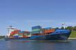 Containerschiff auf dem Nord-Ostsee-Kanal in Kiel, Deutschland