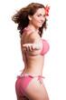 attraktive brünette junge Frau mit spielerischer Einladung