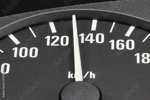 Poster analoger Tacho eines Autos - 130 km/h