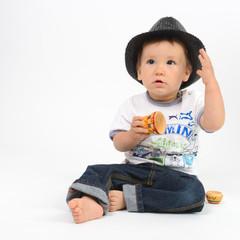petit garçon au chapeau