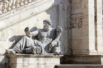 Escultura en plaza capitolina, Roma