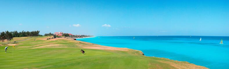 Panorama über Golfplatz und Meer am Strand von Varadero