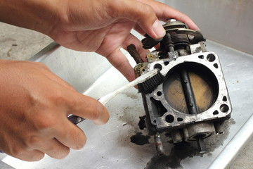 Throttle valve cleaning