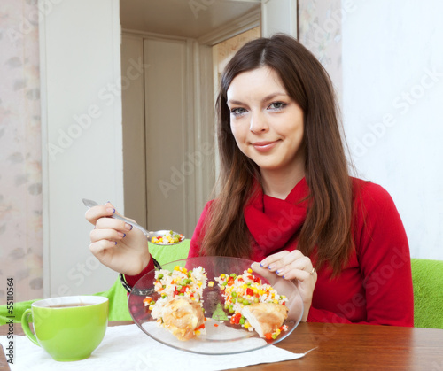 girl divided lunch to lose weight